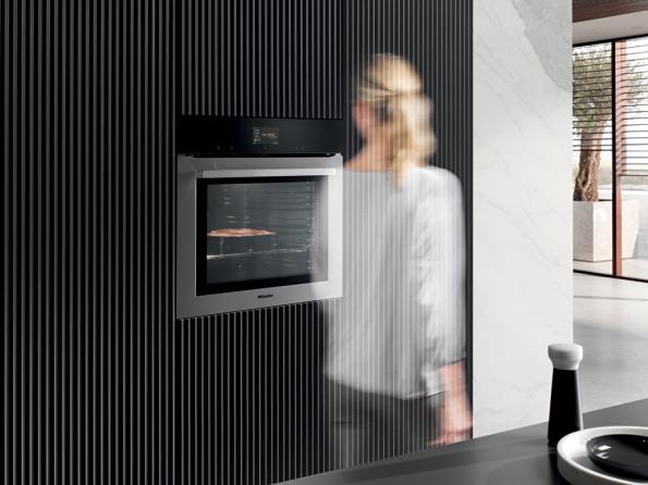 Generace 7000, která je na trhu od května 2019, pokrývá všechny vestavné spotřebiče, což znamená všechny sporáky a trouby, indukční varné desky, myčky nádobí, parní trouby, mikrovlnné trouby, kávovary a mnoho dalšího. Nové produkty jsou k dispozici ve čtyřech designových řadách a třech barevných světech. Celosvětově existuje téměř 3 000 modelových variant s řadou exkluzivních inovací od Miele.