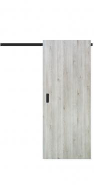 Posuvné dveřní křídlo MASONITE v dřevodekoru borovice švédská s metalicky černými doplňky. (Zdroj: Masonite)