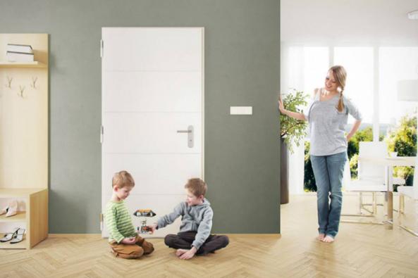 """""""Na co bezpečnostní dveře? Náš dům máme dobře hlídaný, sousedka ví o všem, co se kde šustne,"""" vtipkují často lidé, než najdou svůj dům vykradený. Nedejte na mýty, že váš domov ochrání pes, že postačí jen základní alarm nebo že si zloději netroufnou jít kdomu přes zahradu. (Zdroj: Next)"""