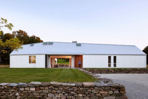 400 m2 velký dům ve městě Mulmur v Ontariu navrhlo architektonické studio superkül.