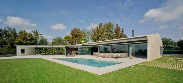 Otevřený světlu i slunci: soukromý rodinný dům ve městě Elche, které se nachází ve vnitrozemí jihozápadně od města Alicante. (Zdroj: Schüco International KG / David Frutos)