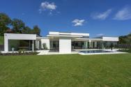 Realizaci vily postavené ve funkcionalistickém duchu ovlivnily tři pozitivní výchozí faktory