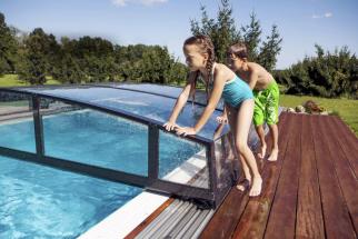 Bazén potřebuje nejen prostor na vlastní vanu, ale i na další využití, ať už jde o zastřešení nebo místo, kam budete chtít v budoucnu postavit zahradní nábytek
