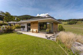 Členitý dům postavený na Slovensku vzdává hold jedinečnému místu obklopenému ze všech stran horami