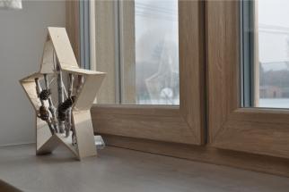 Pořádná zima s deštěm, sněhem a teplotami kolem nuly prověří zpravidla velkou část vybavení domu. Celkem zabrat mohou dostat i vaše nová plastová okna. Jak je tedy seřídit na zimu, aby neutrpěla zbytečné škody, a nadto aby plnila na jedničku svoji funkci? (Zdroj: PRAMOS)