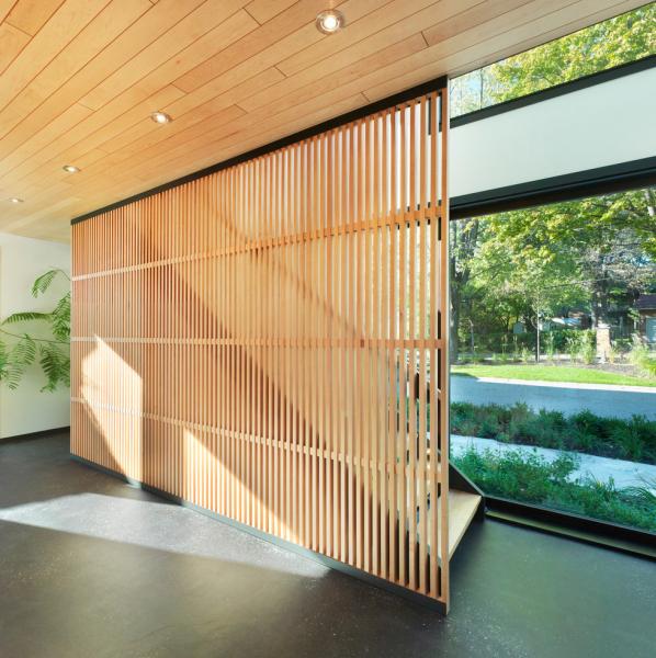 Dřevo je spojujícím prvkem starého i nového domu