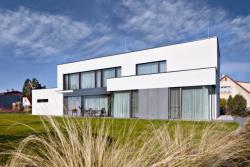 N10 - Dům, kterému dominuje vyváženost a čistota