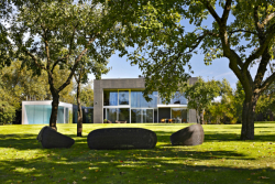 Z09 - Minimalistická vila jako pevnost a květina v jednom
