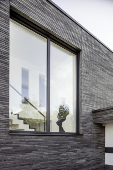 Moderní okna přinesou uživateli lepší užitkové vlastnosti, ale také současný design, a vneposlední řadě i jednoznačné zhodnocení nemovitosti (zdroj: REHAU)