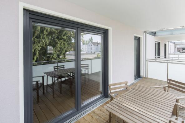 Moderní okna přinesou uživateli lepší užitkové vlastnosti, ale také současný design, a v neposlední řadě i jednoznačné zhodnocení nemovitosti (zdroj: REHAU)