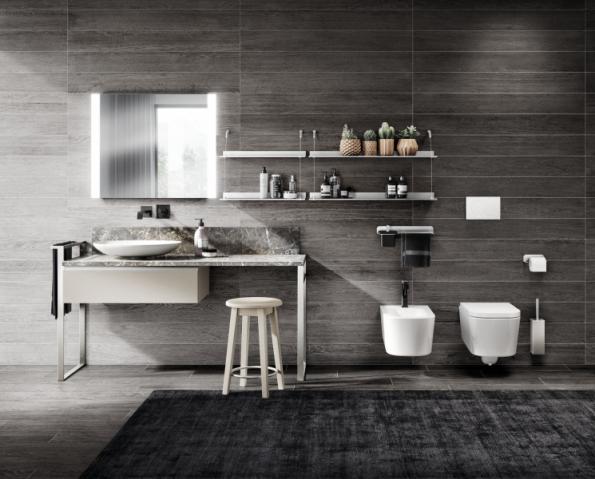 Kombinaci umyvadla na desku (model Essence), toaletního stolku, závěsu na ručníky a skříňky (modulová nábytková řada Tratto) lze sestavit na míru. Výrobce Scavolini, u nás jej zastupuje např. Decoland