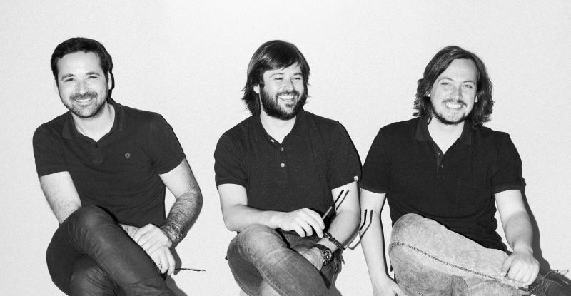 Studio Zooco založila v roce 2009 trojice architektů: Miguel Crespo Picot (1980), Javier Guzmán Benito (1980) a Sixto Martín Martínez (1980).