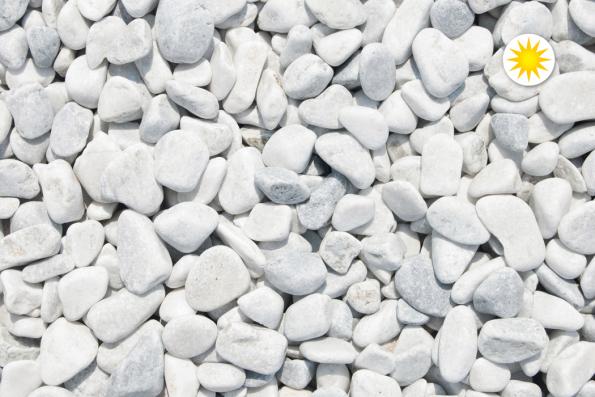 Oblázky mramorové obláčkově bílé (Zdroj: Hornbach)