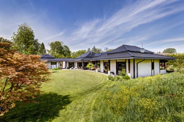 3. místo získal dům N13, autoři Ing. Jiří Padevět a Václav Cihelka. Pro koncept bydlení v japonském stylu vyvinuli unikátní technická řešení, zejména pro fasády a střechy