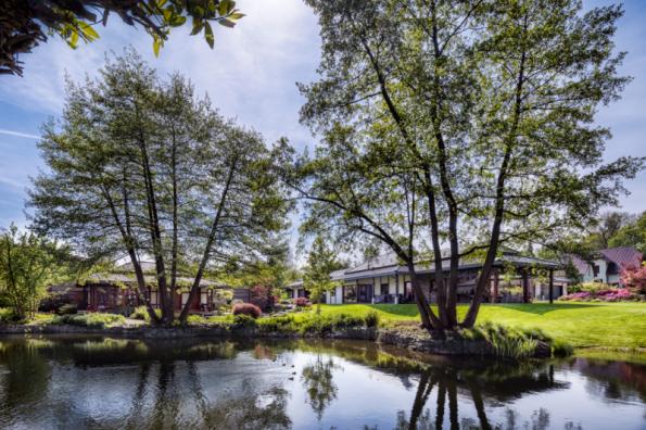 Cenu Zahrada roku získala zahrada domu N13, navrhl Václav Cihelka a ateliér Partero. Kouzelná oáza spojující dům a zahradu je inspirována Dálným východem