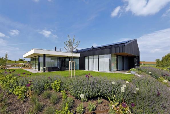 1. místo získal dům N17, autoři MgA. Michal Kunc, Ing. arch. Alžběta Vrabcová. Vyniká moderním pojetím domu se sedlovou střechou a odvážným technickým řešením