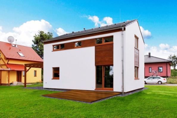 Dům KUBIS 631 je příkladem moderní dřevostavby, která využívá kromě dřevěné konstrukce a minerální izolace také sádrovláknité desky (RD RÝMAŘOV)