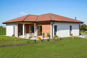 Přednosti masivních i montovaných domů v sobě spojují domy společnosti CANABA: rychlost výstavby, skvělé užitné vlastnosti a dlouhou životnost (CANABA)