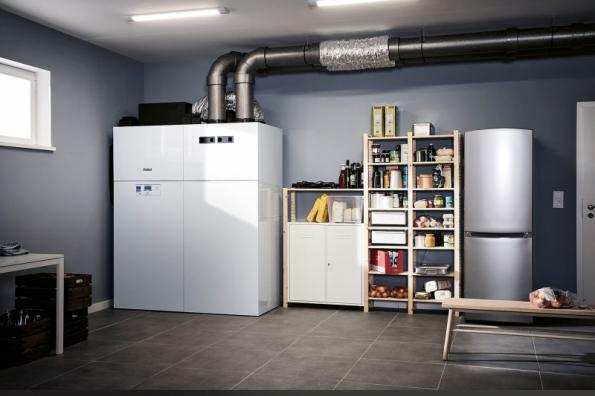 Značka Vaillant uvedla loni na trh kompaktní řešení vše v jednom – vnitřní tepelné čerpadlo recoCOMPACT exclusive vzduch/ voda, které umí vytápět, ohřívat vodu, chladit i větrat