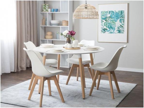 Alfou a omegou každé jídelny jsou jídelní stůl a židle. (Zdroj: www.beliani.cz)