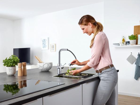 Systém GROHE Blue Home dodá mimo jiné neperlivou, jemně perlivou nebo perlivou vodu (GROHE)