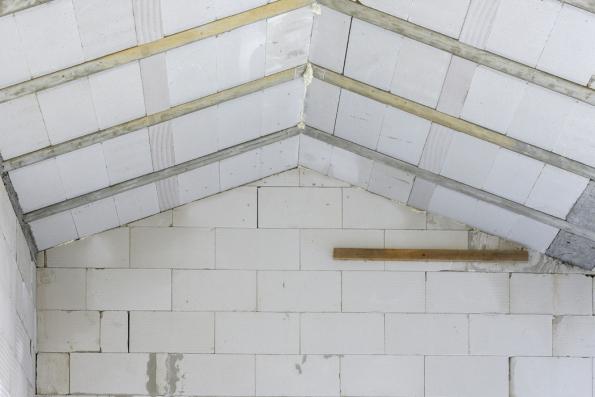 Střecha Ytong Komfort zabraňuje únikům tepla a zároveň chrání podkroví proti přehřívání. (Zdroj: Xella CZ)