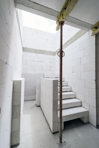 Systém YTONG je určen pro kompletní řešení stavby od sklepa až po střechu. Jeho součástí jsou i schodišťové stupně ze stejného materiálu