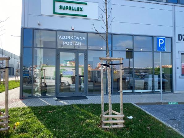 Showroomy podlahových krytin Supellex jsou pro zákazníky k dispozici nejen v Praze (Praha-Letňany, Praha-Karlín), nýbrž i v Brně, v Plzni a Ostravě. (Zdroj: Supellex)