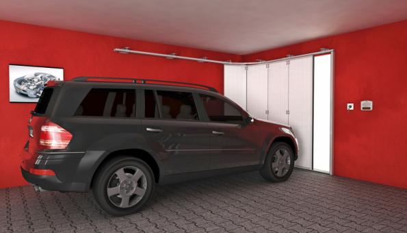 Posuvná sekční garážová vrata nezabírají prostor pod stropem, hodí se pro nízké garáže či vysoké automobily (LOMAX)