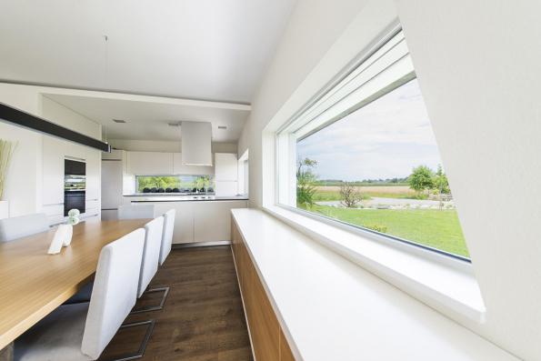 Systém I-tec větrání od Internormu je zabudovaný přímo v okně. Interiéry tak vyvětráte podle potřeby a bez větších energetických ztrát. (Zdroj: Internorm)