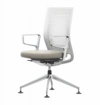 Kancelářská židle ze série ID Air (VITRA), design Antonio Cittero, inovativní konstrukce, perforace v opěradle pro efektivní cirkulaci vzduchu, měkké čalounění pro vysoký komfort, cena 18 492 Kč, prodává www.designville.cz