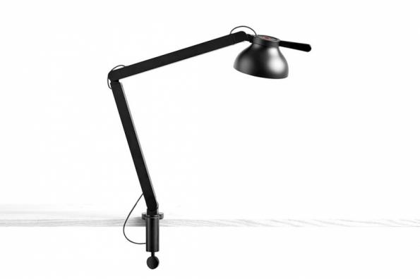 Stolní lampa z kolekce PC Double Arm (HAY), design Pierre Charpin, lité aluminium ve čtyřech barvách, cena od 7 454 Kč, prodává www.stockist.cz