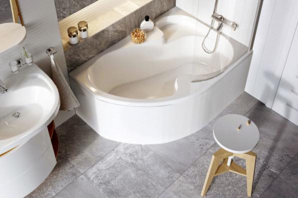 Vana Rosa nabízí i komfortní sprchování, včetně sprchového sedátka a zástěny. Šířka je 105 cm, délka 150, 160 a 170 cm (RAVAK)