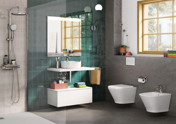 Rozdělení na funkční zóny – umyvadlová, sprchová a WC s bidetem – prospěje velké i malé koupelně, a to z provozního i estetického hlediska (ukázka je z expozice značky Roca na veletrhu ISH 2019)