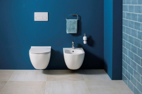 Toaleta a bidet JIKA Mio rimless, toaleta bez oplachového kruhu. Konstrukce toalety je navržena tak, aby byla jedním spláchnutím rovnoměrně opláchnuta celá mísa (JIKA)