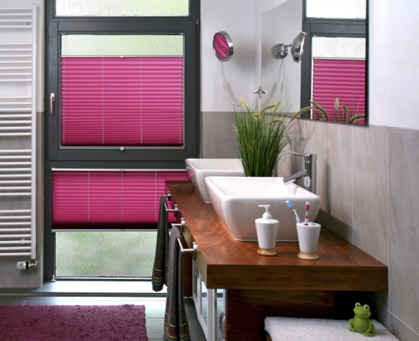 Plisé je látková skládaná žaluzie, která je atraktivní díky své tvarové, barevné i látkové variabilitě a hodí se na jakýkoliv atypický tvar okna (CLIMAX)