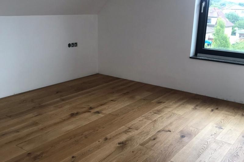STAVBA DOMU e4 V PŘÍMÉM PŘENOSU, fáze 58: Vnitřní dřevěná podlaha