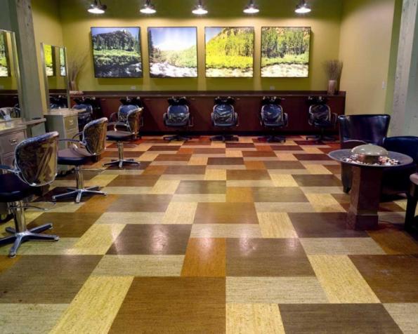 Korková podlaha má přirozené vysoké tepelně izolační vlastnosti, proto je vhodná do místností, které působí chladně, nebo ve kterých je chladno od podlahy