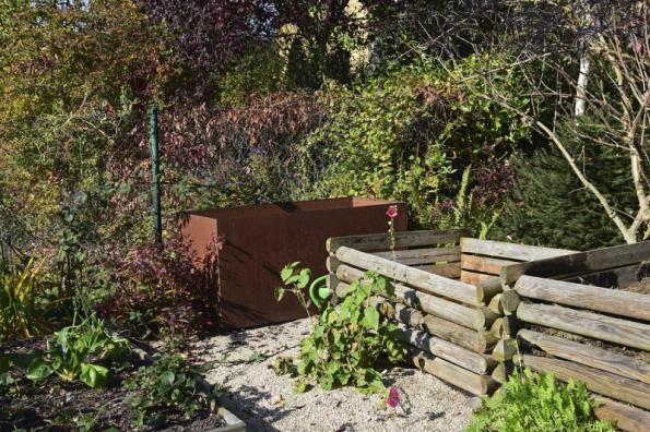 Pokud do zahrady nemůžete z nějakých důvodů nainstalovat jímku na dešťovou vodu, zachytávejte ji alespoň do nadzemních nádrží