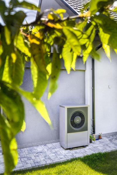 Dům je vytápěn pomocí tepelného čerpadla systému vzduch/voda
