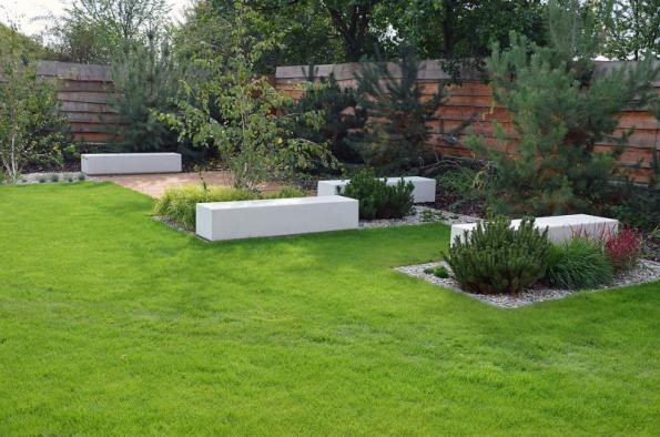 Elegantní sedáky z produkce firmy Presbeton se budou velmi dobře vyjímat zejména v moderně pojatých zahradách