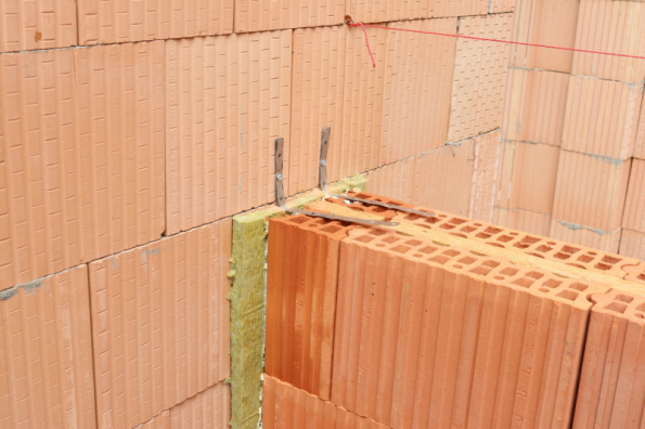 HELUZ AKU KOMPAKT 21 broušená - příčka (zdroj: HELUZ)