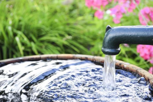 S rostoucím problémem sucha i nárůstem cen vodného a stočného představuje studna pro mnoho vlastníků navíc ideální zdroj nejen užitkové, ale leckdy také pitné vody