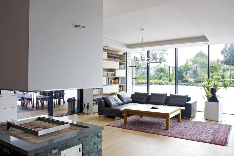 Pokud jde o světla či stolařinu, návrhy a realizace vznikaly s firmami, se kterými architektonický ateliér dlouhodobě spolupracuje