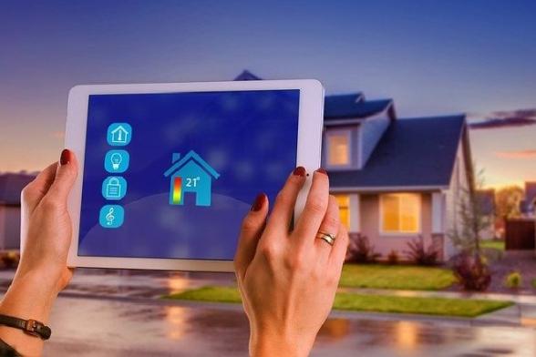 Pokud jste sobavami očekávali, že po roce 2020 přijde zásadní změna ve výstavbě nových rodinných domů, můžete být klidní. Změny sice dorazily, ale jsou pouze dílčí a týkají se primárně technických systémů, jako jsou ohřev teplé vody, vytápění, větrání či osvětlení