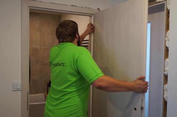 Důležité detaily pro správnou montáž zárubní a interiérových dveří