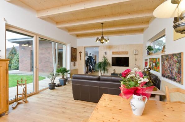 Jednoduchý dům inspirovaný lesem