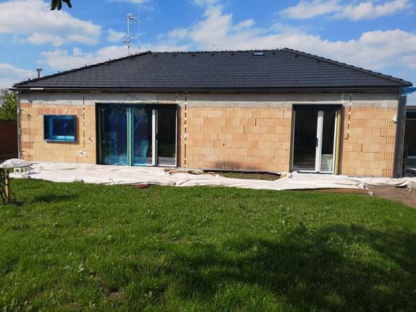 Stavba nového domu (foto: archiv rodiny)