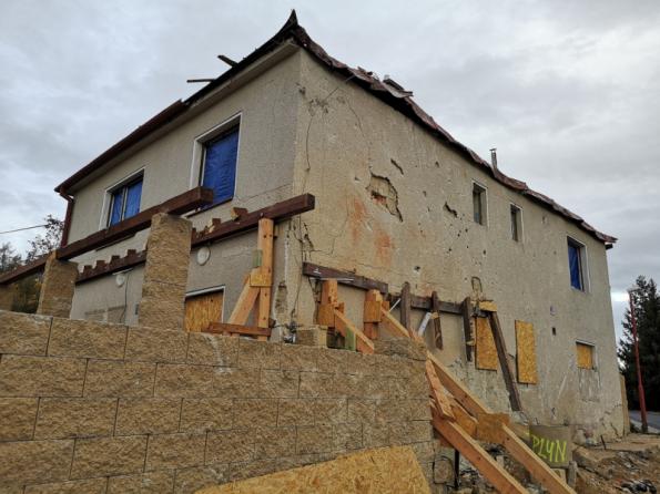 Dům po výbuchu (foto: archiv rodiny)