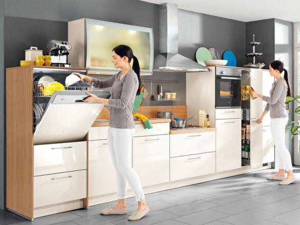 Ergonometrie v kuchyni: myčka a trouba v pohodlné výšce, snížená varná plocha – na první pohled je to ovšem trochu nezvyk